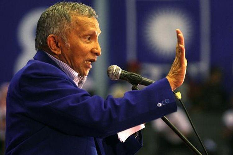 Amien Rais saat menjabat Ketua Majelis Pertimbangan Partai Dewan Pimpinan Pusat Partai Amanat Nasional