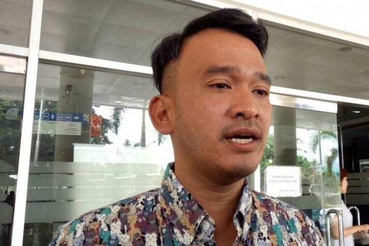 Ruben Onsu mengunjungi Julia Perez di Rumah Sakit Dr Cipto Mangunkusumo (RSCM), Jakarta Pusat, pada Rabu (26/4/2017).