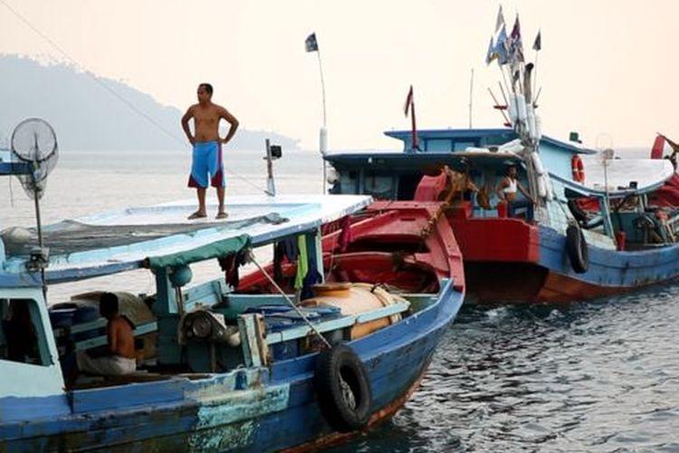 Para nelayan Tanjung Balai Karimun mengatakan mereka sering dikejar, diusir bahkan ada yang ditabrak oleh kapal ikan asing saat mencari ikan di Laut Natuna Utara.
