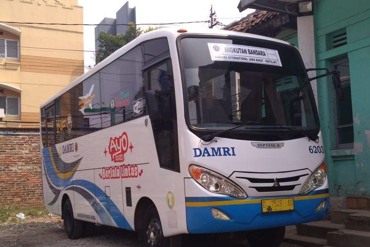 Perum Damri menyediakan bus shuttle untuk mengangkut penumpang Husein yang belum tahu perpindahan penerbangan dari Husein ke Kertajati.