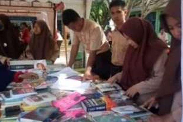 Siswa di polewali mandar sulawesi barat menggelar festival literasi yang diikuti berbagai sekolah di polewali mandar. Sabtu (26/11).