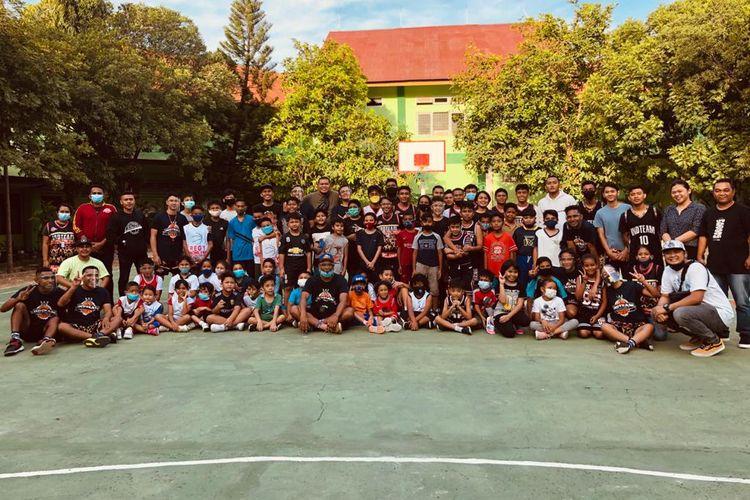 Indteam Basketball Academy merupakan akademi bola basket usia dini pertama di wilayah Indonesia Timur.