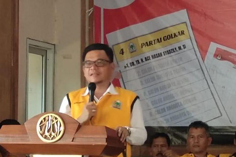 Caleg Golkar Ace Hasan Syadzily saat berkampanye