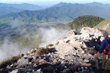 Asyiknya Mendaki Gunung Talang di Sumbar