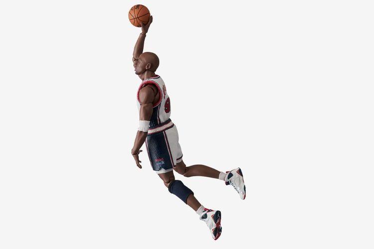 Figure Michael Jordan dari Medicom Toys
