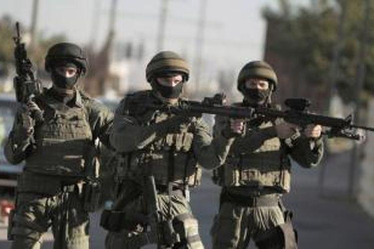 Sejumlah prajurit Israel saat menghadapi unjuk rasa warga Palestina di wilayah pendudukan Jerusalem timur.