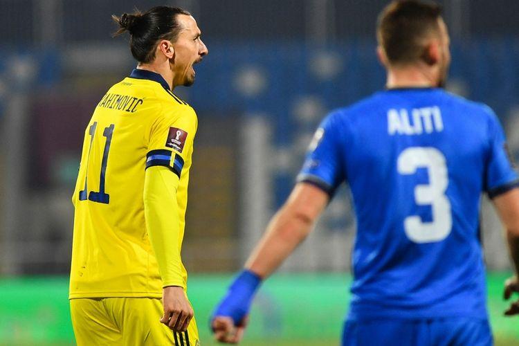 Reaksi Zlatan Ibrahimovic pada laga matchday kedua Grup B Kualifikasi Piala Dunia 2022, Kosovo vs Swedia, di Stadion Pristina City, 28 Maret 2021.