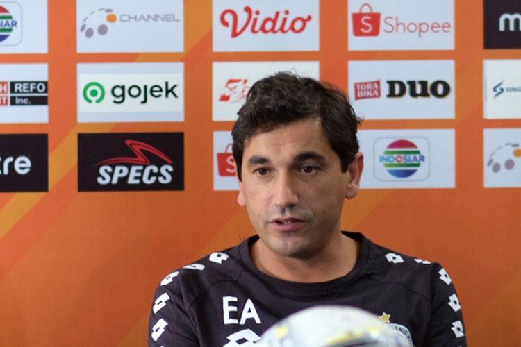 Pelatih asing asal Portugal, Eduardo Almeida.