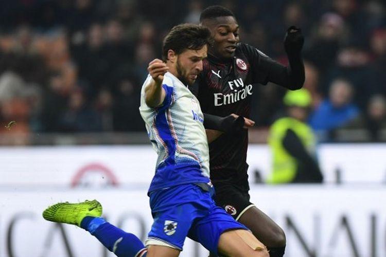 Bek sayap Sampdoria, Bartosz Bereszynski, saat melakoni laga kontra AC Milan.