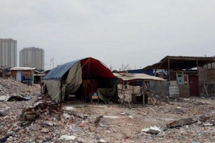 Bangunan liar yang berdiri di Kawasan Pasar Ikan dan Kampung Luar Batang semakin banyak.