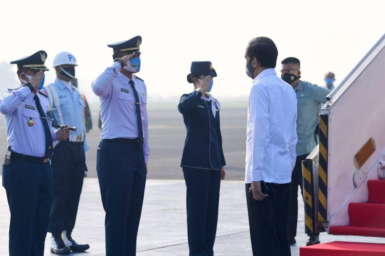 Presiden Joko Widodo pada Kamis (25/6/2020) pagi, bertolak menuju Jawa Timur. Ini adalah pertama kalinya Jokowi melakukan kunjungan kerja di masa new normal atau tatanan baru pandemi virus corona Covid-19.