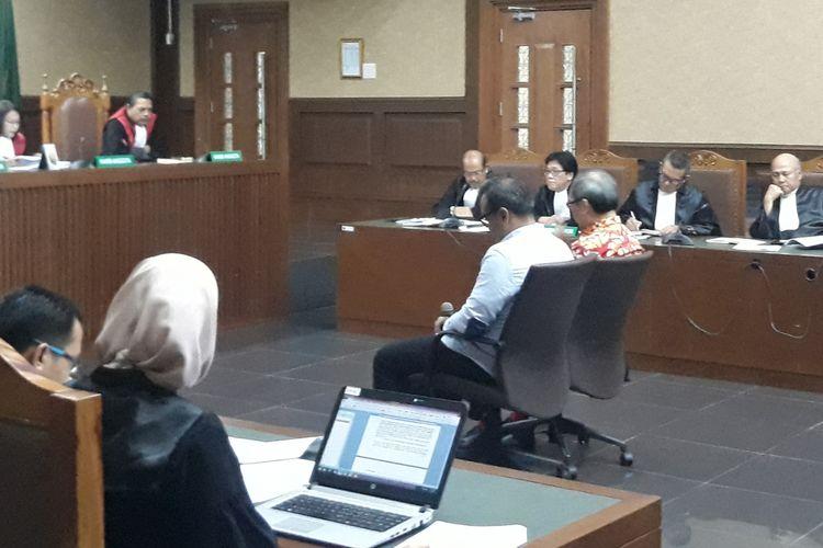 Irvanto Hendra Pambudi dan Made Oka Masagung menjalani sidang tuntutan di Pengadilan Tindak Pidana Korupsi Jakarta, R (19/9/2018).