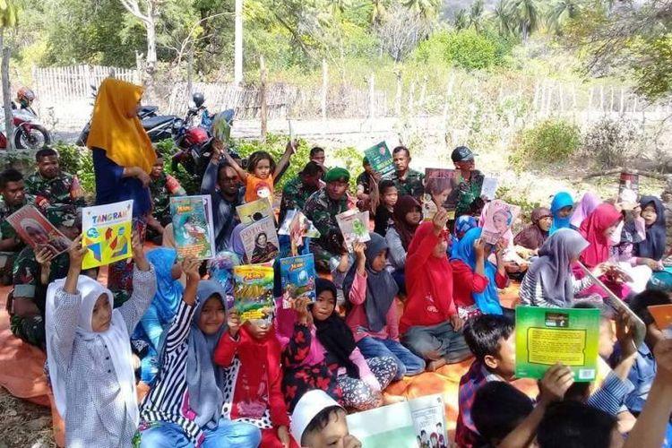 Antusias dan kegembiraan  anak-anak di desa terpencil ujung timur Bima, Nusa Tenggara Barat (NTB) dalam gerakan gemar membaca.