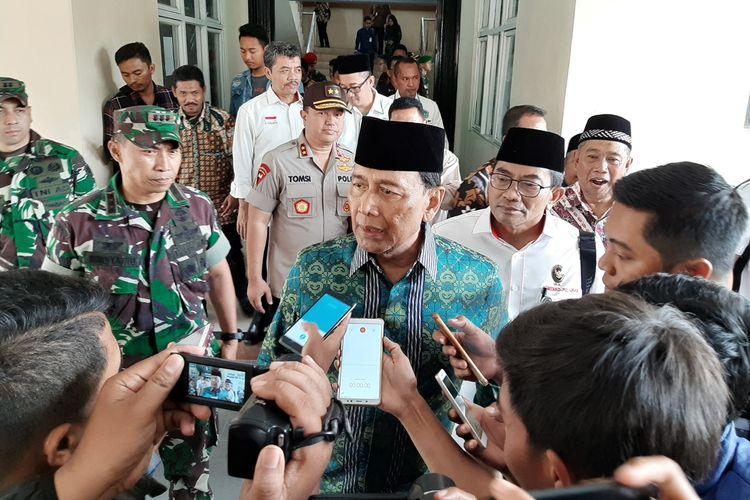 Menkopolhukam Wiranto saat berada di Kampus Universitas Mathlaul Anwar, beberapa jam sebelum peristiwa penusukan di Alun - alun Menes, Pandeglang, Banten, Kamis (10/10/2019).
