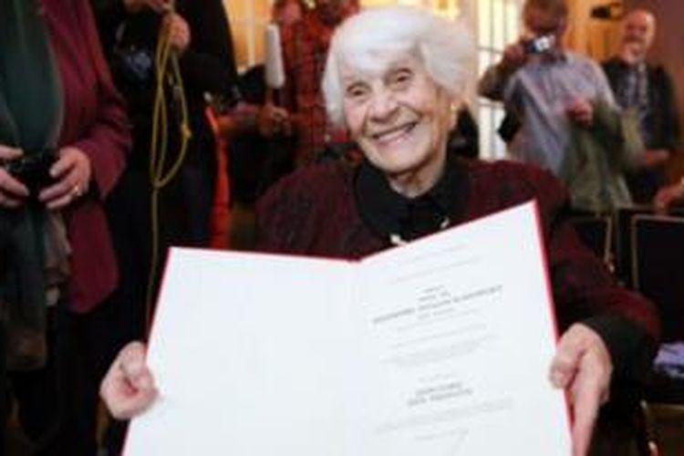 Ingeborg Syllm-Rapaport menyelesaikan tesisnya pada tahun 1937 tapi dilarang ikut ujian akhir.