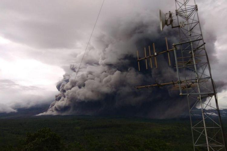 Awan panas guguran yang keluar dari Kawah Gunung Semeru, Jawa Timur, Sabtu (16/1/2021). Dok. PVMBG