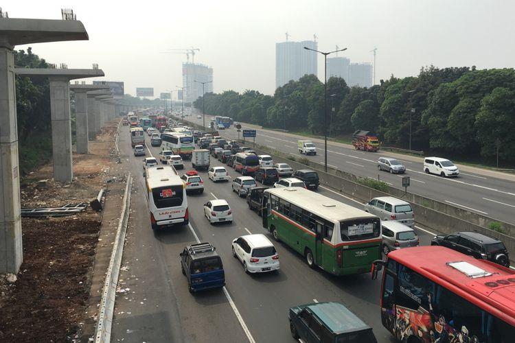 Kemacetan Tol Jakarta-Cikampek H-2 Lebaran, Bekasi, Jumat (23/6/2017).