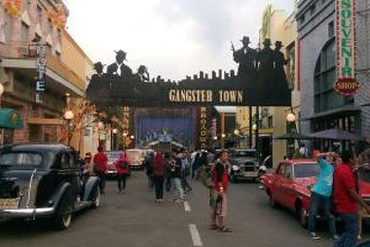 Suasana Gangster Town yang menjadi favorit para pengunjung untuk berfoto di Museum Angkut di Batu, Malang, Jatim.