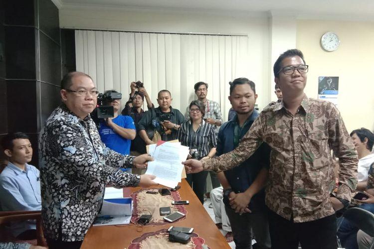 Solidaritas pembela aktivis Hak Asasi Manusia (HAM) yang terdiri dari sejumlah lembaga swadaya masyarakat (LSM) meminta Komnas HAM memberikan perlindungan kepada Veronica Koman di kantor Komnas HAM, Jakarta Pusat, Senin (9/9/2019).