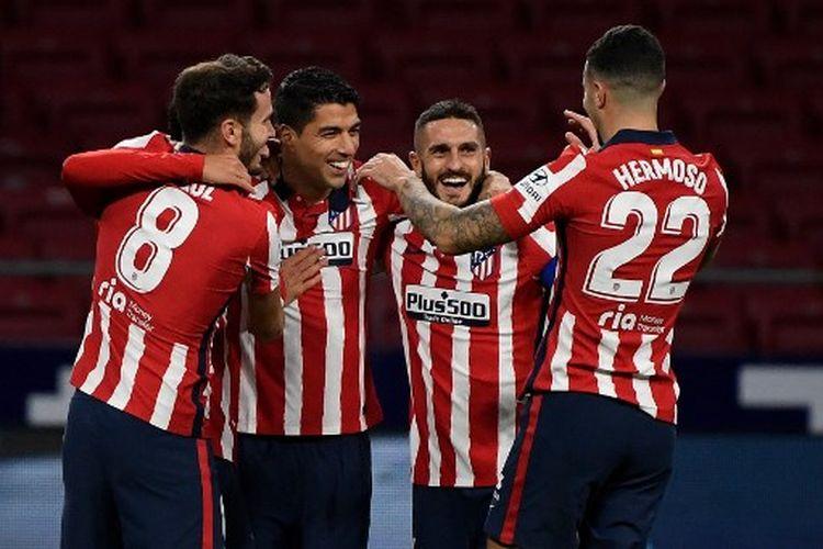 Luis Suarez (kiri-tengah) merayakan golnya pada laga pekan ke-9 Liga Spanyol yang mempertemukan Atletico Madrid vs Cadiz di Stadion Wanda Metropolitano, Minggu (8/11/2020) dini hari WIB.