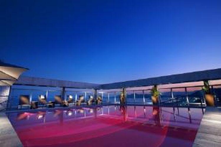Fasilitas spa yang berada di atap Parque Balneario Hotel, Santos, Brasil.