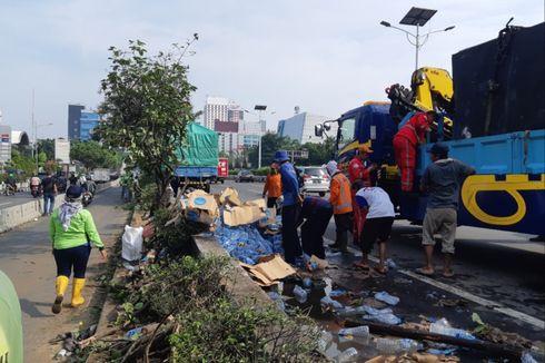 Kronologi Kecelakaan 2 Truk di Jalan Tol Grogol, Botol Air Berserakan hingga Hambat Mobil RI 1