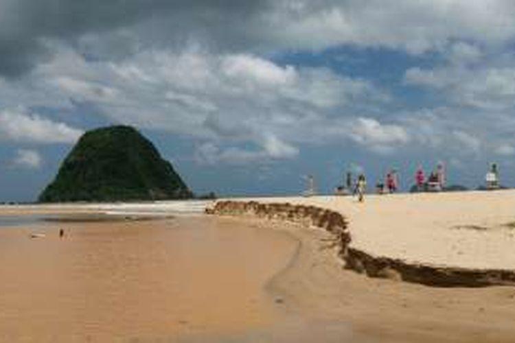 Pantai Pulau Merah Yang Dulu Airnya Bening Kini Tercemar Lumpur