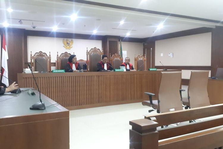 Majelis hakim pada Pengadilan Tindak Pidana Korupsi Jakarta menunda sidang lanjutan pemeriksaan saksi untuk mantan Gubernur Kepulauan Riau Nurdin Basirun, Rabu (15/1/2020).