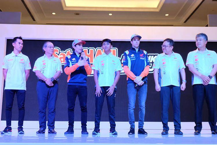 Duo Marquez beri dukungan kepada pebalap AHRT 2020.