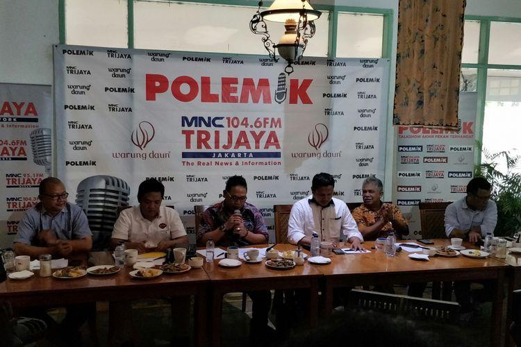 Anggota Komisi III DPR Masinton Pasaribu (kanan) dalam acara diskusi Polemik MNC Trijaya, Sabtu (24/3/2018)
