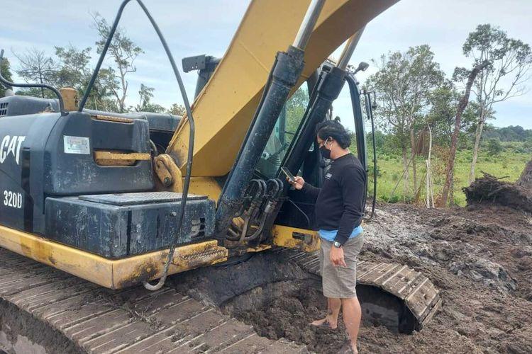 Satu ekskavator yang diamankan dari penambang timah di Parittiga, Bangka Barat.