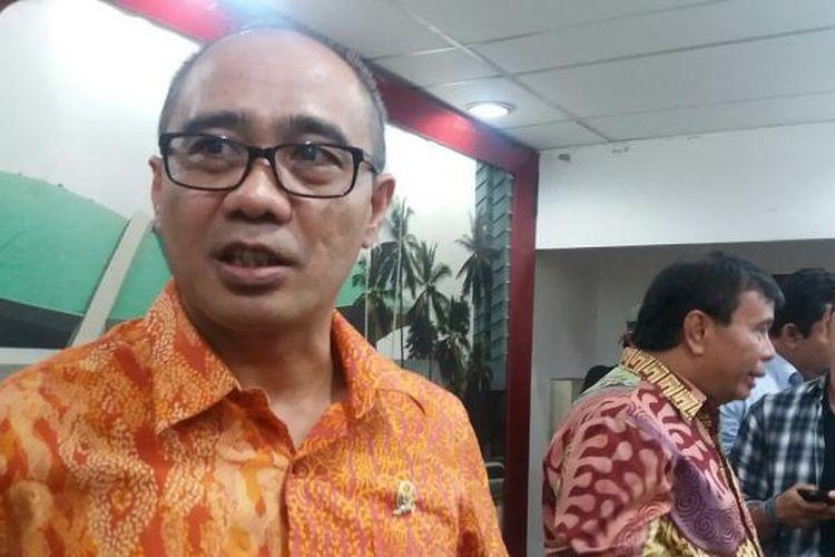 Sekretaris Fraksi Hanura Dadang Rusdiana saat ditemui di Kompleks Parlemen, Senayan, Jakarta, Jumat (23/10/2015)