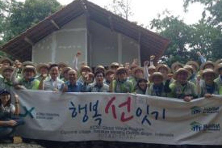 Korea Cadastral Survey Corporation (KSKC) bekerjasama dengan Habitat for Humanity Indonesia menyelesaikan pembangunan tiga unit rumah  layak huni bagi masyarakat Desa Cijayanti, Sentul, Kabupaten Bogor.