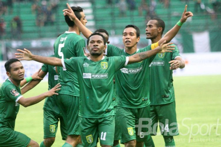 Penyerang Persebaya Surabaya, Ferinando Pahabol, merayakan golnya seusai membobol gawang PS TNI pada pertandingan Grup C Piala Presiden 2018, Kamis (18/1/2018).