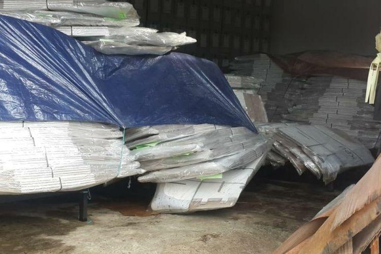 Kotak suara milik KPU Badung rusak akibat terendam banjir