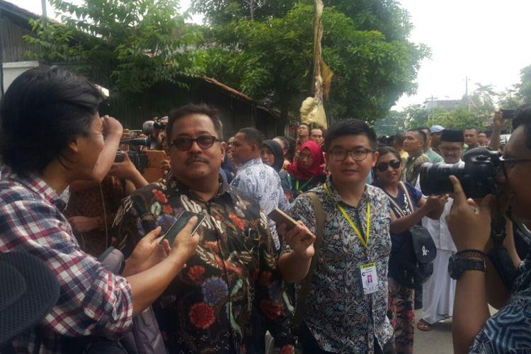 Artis Senior Rano Karno hadiri prosesi akad nikah putri Presiden Jokowi, Kahiyang Ayu dan Muhammad Bobby Afif Nasution di Gedung Graha Saba Buana Solo, Rabu (8/11/2017) siang.