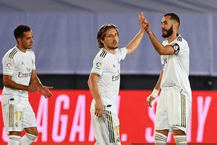 Lucas Vazquez, Luka Modric, dan Karim Benzema dalam laga Real Madrid vs Alaves pada pekan ke-35 Liga Spanyol 2019-2020.