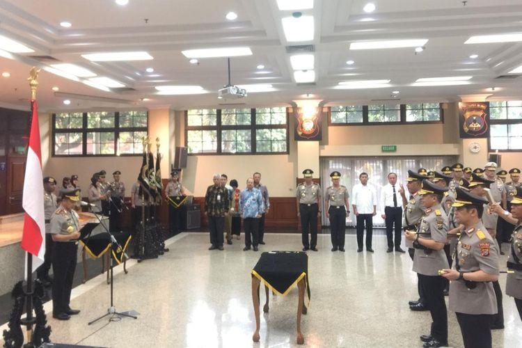 Kapolri Jenderal Pol Tito Karnavian memimpin upacara serah terima jabatan (sertijab) tiga kepala kepolisian daerah (kapolda) untuk wilayah Papua, Riau, dan Sulawesi Tenggara, di Rupatama Mabes Polri, Jakarta Selatan, Senin (30/9/2019).
