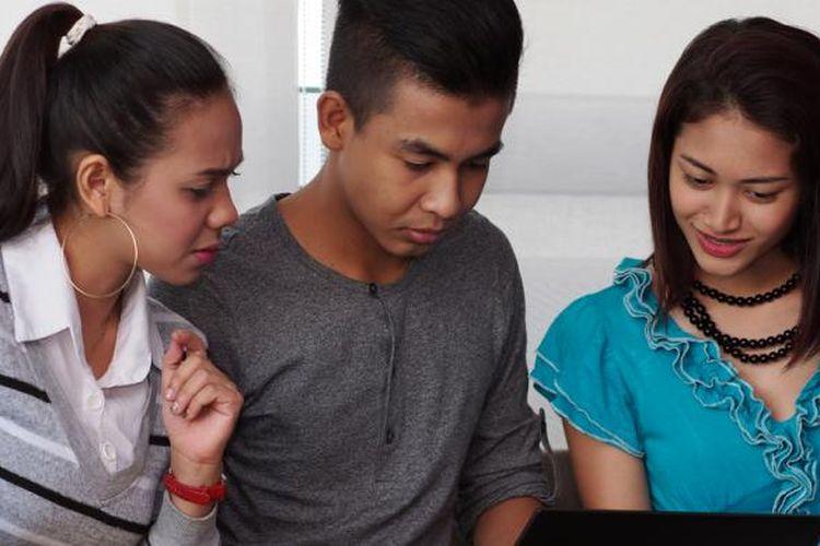 Karena kebanyakan mahasiswa kuliah sistem online learning adalah pekerja atau karyawan, membagi waktu antara pekerjaan dan perkuliahan sangatlah penting, terutama penjadwalan untuk class conference, diskusi kelompok kerja, dan pengumpulan tugas yang juga memiliki deadline masing-masing.