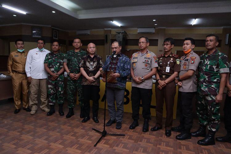 Pemerintah Provinsi Kepulauan Bangka Belitung bersama unsur TNI dan Polri.