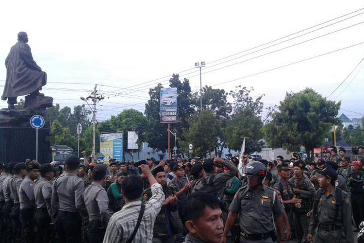Insiden Kericuhan yang pernah terjadi antara massa dari Hizbut Tahrir Indonesia (HTI) dengan gabungan ormas GP Ansor dan Banser di bundaran patung Jenderal Soedirman atau tepat di depan Mapolres Purbalingga, Sabtu (9/4/2017) silam.