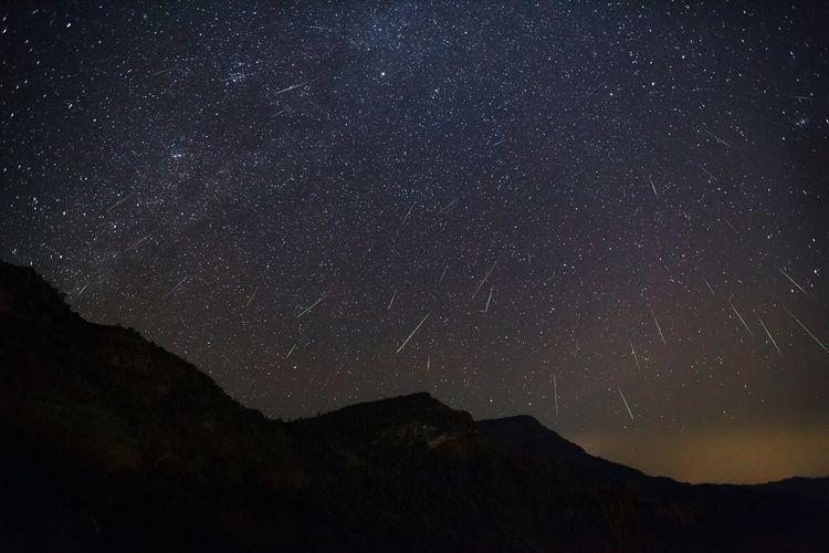 Ilustrasi hujan meteor Geminid