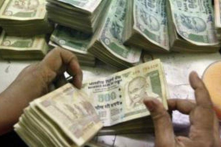 Uang Rupee.