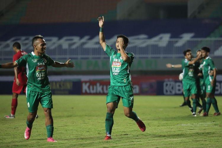 Pemain sayap PS Sleman Irkham Mila usai mencetak gol penyeimbang 1-1 pada laga Liga 1 antara PS Sleman melawan Persija Jakarta pada Minggu (5/9/2021) di Stadion Pakansari, Cibinong, Kabupaten Bogor, Jawa Barat.