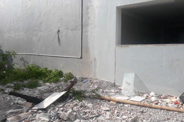Lokasi jatuhnya WN Jepang dari lantai dua apartemen di Pemogan, Denpasar, Senin (25/11/2019).