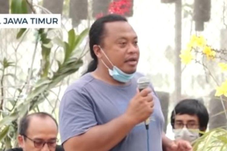 Berawal dari hobinya menanam dan merawat bunga anggrek, Dedek Setya Santoso, warga asal Kota Batu, Jawa Timur, mampu menjadi pengusaha anggrek yang sukses.