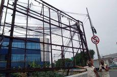 Antisipasi Musim Hujan, Satpol PP Turunkan 470 Spanduk dan Baliho Liar