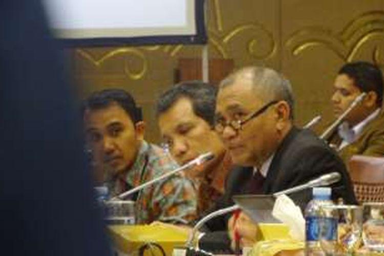 Ketua Komisi Pemberantasan Korupsi (KPK) Agus Rahardjo bersama jajaran KPK di Kompleks Parlemen, Senayan, Jakarta, Rabu (26/10/2016)