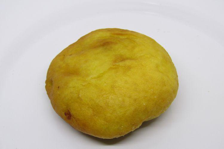 Ilustrasi gandasturi atau kacang hijau dibalut adonan roti.