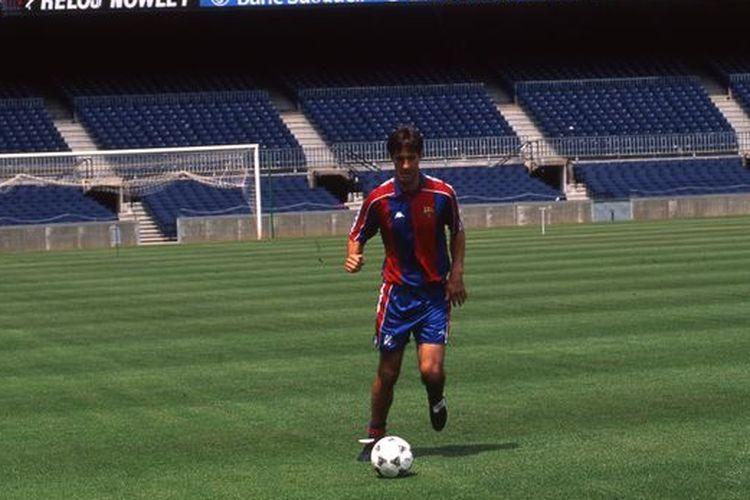 Meho Kodro pemain Bosnia-Herzegovina pertama Barcelona pada musim 1995-1996